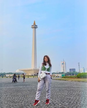 Ini Monas (Monumen Nasional) baru kali ini ootd di Monas 😅😅😅, #proud indonesia . . . . . . #clozetteid #ootd  #streetwear #streetstyle #streetwearwomen  #torontofashion #ootd #ootdfashion #fashion #fashionblogger #fashionwomen  #drake #fresh #dope #lit #raptors #mensfashion #fashion #followforfollowback #giveaway #business #clothing #followers #follow4followback #follow4like