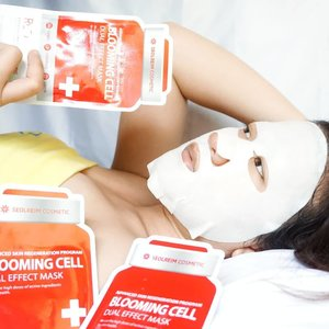 Ga nyangka masker Blooming Cell Dual Effect Mask RED by Seolreim Cosmetic sebagus itu!! Kemasan bentuk obat dari dokter gtu yekan 😂. Isinya ada 5 sheet/box diklaim tanpa No Mineral oil, No Benzophone, No pigments, No sls, No Fragrance, No alcohol , No Triethanolamine, No Parabenes, dan No SLES. Keunggulannya :1. Premium Sheet mask ( 100% cotton extra Tebal )2. Containing 35ml of highly enriched milky essence3. Strengthening skin barrier with ceramide abstract4. Excellent adhesion to skin, 100% cotton ultra fine sheet_Terkandung : Lotus root extract, assai extract, pomegranate extract, ginseng, dan Lotus_[Review] Wanginya Enak dan soft, essence banyak banget sampe tumpeh-tumpeh dg texture liquid, kental berwarna putih susu. Terasa banget wajah lebih Lifting pake ini, kenyal dan serta halus so pasti, cerah dan dalam 1x pemakaian 2-3 hari masih terasa efek lifting pd wajah_Kalian dapat temukan di sini krna promonya lebih MURSIDAH/Murah klik hicharis.net/desiinata/g1o...#clozetteid #beautyreview #sheetmask #kbeauty #dualeffectsheetmask #BLOOMINGCELL #DUALEFFECTMASK #MASKSHEET #CHARIS #CHARISSTORE #charisAPP @hicharis_official @charis_celeb #like4likes #follow4follow#love #fff #lfl #l4l #ootd #photography#selfie #셀스타그램 #강남 #�� #소통#��스타그램 #소통스타그램 #좋아요#좋반 #선팔
