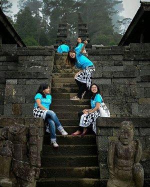 Keindahan pesona nusantara yg tiada duanya . . . Salahsatu culture indonesia Candi Cetho tletak di Karanganyar menyuguhkan keasrian desa dg kehangatan rohani 🙈🙉 #solotrip #clozetteid #womenradio943fm  tripsolo #pesonaindonesia