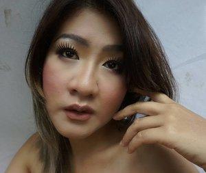 Terkadang telinga pun sakit jika ada berbicara jahat ttg ----- . . . Kira aku sudh mirip diriku blm ???? 😂😂 *caption cuapcuap** . . #clozetteid #instago #instadaily #thepowerofnude #selfie #selca #selfiecantik #beautiful bblogger #blogger #makeup #nomakeup