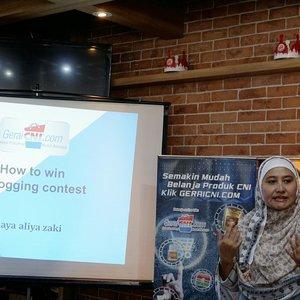 Seneng banget hadir dlm acara @komunitasisb How to win Blogging Contest dr mentor @hayaaliyazaki dan salah satu creator @cniindonesia , banyak pengalaman yang diajarkan tentang potensial untuk menang terutama blogging #inibarubisnis #Clozetteid