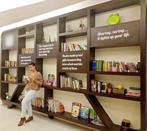 Sharing,caring, its light up my life #clozetteid #readingbook #ootdindo #ootdid #campaint #Books #library #fashionista #fashionblogger #instadaily