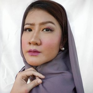 Makeup maksa ala wanita Arab 😂😂 Product Detail :  __ . . . . . . . . . #clozetteid #makeuplook  #eyelashes #eyes #eyeshadowlook #makeupideas #makeupphotoshoot #makeuponpoint #makeupoftheday #copper #red #redlips #lipgloss #lipstick #purpleeyshadow #makeuplooks #beautiful #beautyphotography #beauty #beautymakeup #beautyshot  #glowmakeup  #pictureoftheday #picoftheday