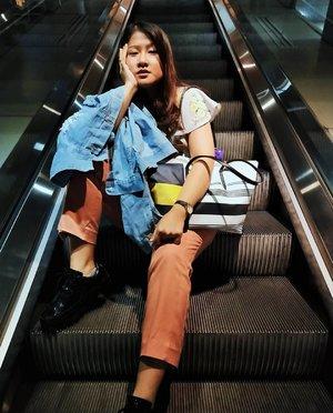 Mager mode on ........#clozetteid #selfie #selca #flf #streetstyle #womenswear #womensfashion #model #instafashion #outfit #ootd #koreafashion #dailylook #스트릿패션 #오오티디 #아웃핏 #데일리룩 #데일리코디 #데일리 #스타일 #패션 #모델 #가로수길