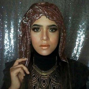 "This also my submission for makeup collaboration bersama sang Emak Ajaib alias @inivindy @vindyvinder . Tema bulan ini adalah BLINK2 / Mewah / Wow.. / Uyeeaahhh!! 💖 Aku bikin makeup ala2 ratu Mesir, semoga udah cukup ""silau"" yoo mbak Vind 😘😘😘 . #inivindy #makeupanbarengdesember . #clozetteid #nocukuralis #tanpacukuralis #browsonfleek #flawless #makeup #makeuptoday #makeover #makeupaddict #makeuplover #makeupjunkie #glammakeup #glamourmakeup #selfmakeup  #ponorogomakeup #makeupponorogo #muaponorogo #infomakeupponorogo #ponorogohits #ponorogohitz #wisudaponorogo #filiadevmakeup"