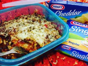 *Lasagna Kulit Pangsit Mix Macaroni* . Lasagna kulit pangsit mix macaroni dibuat menggunakan bahan yang sederhana sehingga cepat dan mudah untuk disajikan. Lasagna kulit pangsit mix macaroni ini cocok bgt dijadikan sebagai menu pembuka saat buka puasa sebelum mengkonsumsi makanan berat. . Resepnya bisa dilihat di www.bundakraft.com Selamat mencoba 😄. . #BerbagiKreasiKraft #LezatnyaKraft #foodie #pasta #clozetteid