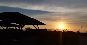 Bersama senja, menyimpan rasa ini sendiri ~🧡.#clozetteid #galaxya8 #sunsetcatcher #landscape