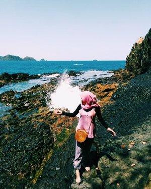 Ku lari ke pantai ~ . #explorelampung #LampungGeh #triptolampung #traveller #travelling #kiluanbeach #maindipantai #clozetteid