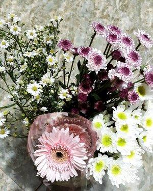 Rangkaian bunga untuk Papa, Mbok, dan Adik �💕.#clozetteid #ramadan2020 #idulfitri1441h