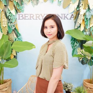 Congrats for the opening @berrybenka ! 💛Let's come to here guys ! @berrybenka grand opening flagship store at @centralparkmall  1st Floor. Get a lot of promos there! 💛 #BerrybenkaStore #TheNewBerryBenka #clozetteid #jleesupportlocalbrand