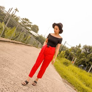 See any spot light at this photo? Yes it's red pants from @berrybenka. Oya, produk @berrybenka skrg bisa kalian beli di BliBli juga loh ✨ Pake link ini ya : https://www.blibli.com/jual/berrybenka?page=1&start=0&searchTerm=Berrybenka&intent=true&merchantSearch=true&customUrl= . #MeandBerrybenka #jleesupportlocalbrand #clozetteid #shoxsquad . . . . . #positivevibes #goodvibes #love#lookbook #ootd #holiday#staycation #travelling#travelphotography #style#fashiondesigner#fashionstylistindonesia#fashionblogger #fashionista#fashionstylist #travelblogger#traveller #lifestyleblogger #jakarta#indonesia #indonesianblogger#blogger #summer #photography#photooftheday