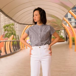 New arrival EFC Stand Collar Short Sleeve Shirt from @uniqloindonesia. I love the material, its light and comfortable with wrinkle-resistant feature. Btw, It's look great when worn untucked over pants too! Oh, you can also pairs well with shorts or a skirt.✨ #JustephanieXUniqlo #uniqloindonesia #uniqlowear #shirt #clozetteid #shoxsquad
