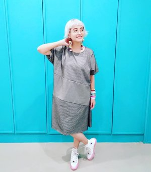 Sakit leher pose . . 📷 @vianstory . #stylieandfoodie #livelovelifelaughlust #blogger #bloggerceria #tetapsemangat #365post2018 #ootd #clozetteid #stylie #therealoutfitgram #styledaily #dailystyles #streetstyle #realoutfitgram #thestreetograph #looksootd #lookbookindonesia #fashionblogger #styleblogger #style