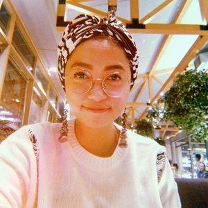 Rindumu HanyaSebatasWhatsapp.Hmmm... ..Turban: @tiyasnurlaili.#stylieandfoodie #livelovelifelaughlust #blogger #bloggerceria #tetapsemangat #365post2019 #ootd #clozetteid #stylie #therealoutfitgram #styledaily #dailystyles #streetstyle #realoutfitgram #thestreetograph #lookbookindonesia #fashionblogger #styleblogger #style #fashion #fashionbloggerindonesia