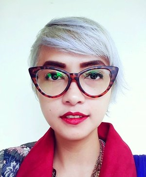 Yeah, new hair!  Thank you, Elgon Indonesia ♡  #stylieandfoodie #livelovelifelaughlust #hairstyle #haircoloured #greycoloured #makeup #clozetteid