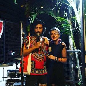 Terima kasih buat kelian yang sudah hadir di #sundaeplaylist Vol 17 semalam di @goeboexcoffee_jkt !.Tengkyu buat partner bercelotehku @darthdens, dan juga boss besar @rimanksmiths dan @sss_jkt yang udah bikin acara cihuy ini.Tengkyu @karnatra , @ramayanasoul dan @compadres.music - yak salam buat drummernya yaaa hahahaha.See you on next edition of Sundae Playlist!..#stylieandfoodie #livelovelifelaughlust #blogger #bloggerceria #tetapsemangat #365post2019 #ootd #clozetteid #stylie #therealoutfitgram #styledaily #dailystyles #streetstyle #realoutfitgram #thestreetograph #looksootd #lookbookindonesia #fashionblogger #styleblogger #style #fashion #fashionbloggerindonesia