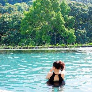 Swim with a view 🏊🏻♀️🍃 . . . . . . . . .  #padma #padmaexperience #padmabandung #clozetteid #iwokeuplikethis #bandung #explorebandung #visitbandung #kaniatheexplorer #forevervacation #bandungbanget #bandungjuara #kaniatheexplorer #kaniainbandung #swimsuit #swimwear #swim #swimming #swimsuitsforall #swimmingpool #infinitypool #summer #summeriscoming #summerday #potd #hm