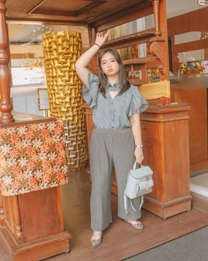 ~ august 09, 2019 . ✨ Style is a way to say whp you are, without having to speak ✨ - Rachel Zoe . . 👚 @tresjoliebyminimal 👖 @newlook.store 👠 @tltsn_id 🎒 @minisoindo 📍 @getshotelsemarang . Thankyou 📷 bebss @olipanggi . . #AForAlinda #alinda #alindaaa #alindaaa29 #clozetteid @clozetteid #rezekigakketuker #jalani_nikmati_syukuri #beautygoers #BeautyGoersOOTD @beautygoers #tresjoliebyminimal #tresgirls #tlsnshoes #minisoindo