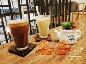 ~ Ngopi di kala senja.Menikmati senja yang berbeda di @athayacoffee.id ☕ Not only a coffee, ada juga chocolate yang nikmat .Enjoy your time in @athayacoffee.id 🍵..#AForAlinda #alindaaa29 #alindaaa #alinda #diarylovalynda #ClozetteID @bloggervloggersmg #BloggerVloggerSMG #jalani_nikmati_syukuri #rejekigakketuker #janganpernahmenyerah #janganputusbermimpi #bermimpilahdanyakinilah #masadepanyangindahsungguhada #berusaha_berdoa_percaya_berserah