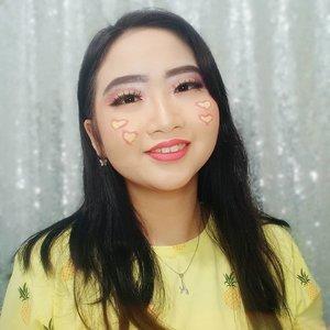 DAY 25 🦄 #30DaysMakeupWithNda . Hellow Yellow 💛 Ga terasa bulan April udah tinggal 5 hari lagi guys 😝 kira kira, apa nih perasaan kalian menyambut bulan Mei 2020? Masih semangat kan? Harus donk 💪 . . So, this is my 𝐥𝐮𝐯𝐥𝐲 𝐲𝐞𝐥𝐥𝐨𝐰 𝐦𝐚𝐤𝐞𝐮𝐩 𝐥𝐨𝐨𝐤 🥺 .  Pertengahan tahun 2019 itu aku lagi suka banget sama warna kuning! Makanya terciptalah look ini, si kuning kecintaanku 💛✨ Gimana, makeup look nya udah kuning ceria kan? Nah, kalau saat ini kalian lagi badmood, ada something yg ga bisa bikin kaliam tersenyum, kuy liat foto ini aja siapa tahu mood kalian bisa balik ceria dan bisa tersenyum kembali 😊 Luv! Semangat trus ya . . Okay, udah hari ke 25 yg artinya tinggal 5 hari lagi waktu kalian untuk ikutan #30DaysMakeupWithNda challenge! Post foto makeup kalian apa aja, mau post fto lama juga gak masalah gaes yg penting yg km post adalah foto makeup yg dibikin sendiri sm kamu ya 💛 ada hadiah menanti mu di akhir bulan April ‼️ . . 🦄 Λpril25, 2020 . #AforAlinda #Alindaaa29 #Alinda #ClozetteID @clozetteid @beautycollab.id @bloggervloggersmg #30DaysMakeupWithNda #yellow #kuning #makeup #makeuplook #facepaint #facepainting #inspiredmakeup  #inspirasikecantikan #tampilcantik #beautycollabid #bloggervloggersmg #influencer #influencers #influencersemarang #endorsement #endorsementsemarang #dirumahaja #ubahinsekyurjadibersyukur #jalani_nikmati_syukuri #rezekigakketuker #VloggerSemarang #BloggerSemarang