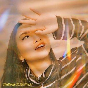 CHALLENGE 2020, CHECK ☑️ . Semenjak #quarantinedays makin banyak challenge yg bermunculan mulai dari aplikasi tiktok yg kembali booming, dan berbagai challenge makeup & dance lainnya yg akhirnya viral dan diikuti banyak orang. Apa aja sih challenge nya? 😝 .  Challenge2020, #Check : 🌠 #lypsincmakeup 🌠 #passthebrushchallenge 🌠 #bananachallenge (Tiktok) 🌠 #lathimakeup 🌠 #oplaschallenge (Face App) 🌠 #suffermakeup 🌠 #mugshotchallenge 🌠 #likeriverchallenge 🌠 #escolhachallenge 🌈 DAN MASIH BANYAK LAGI .  Seberapa banyak challenge yg kalian ikuti guys? Dulu banget pas awal2 main instagram & mulai aktif, semua challenge aku sll ikutin! Tapi, semakin kesini semakin ngerti mana aja challenge yg related sm konten ku yg bisa aku ikuti 😋 .  Semua org berhak memilih mau ikuti challenge yg mana aja. Bukan berarti, kamu ga ikuti challenge yg sdg viral, km gak kekinian! ENGGA GITU JUGA 😂 Sekarang, buat apa ikutan challenge yg trnyata ga related sm keinginan/konten kita? Iya gak sih? Wkwk .  Ikuti challenge karena alasan ingin mengasah kreativitas ya guys, bukan karena sekedar ingin viral ya. Pilih challenge dengan bijak dan yg sesuai dg keinginan hati, bukan keinginan org lain. It's not a good choice! 🤫 .  So, masih ada berapa banyak lagi challenge yg bakal booming di tahun 2020? ☑️ . . 💃 ᎷᏋᎥ 30, 2020 . #AforAlinda #Alindaaa29 #Alinda #ClozetteID @clozetteid #makeup #makeuplook #facepaint #facepainting #inspiredmakeup  #inspirasikecantikan #tampilcantik #aesthetic #challenge2020 #check #influencer #endorsement #dirumahaja #VloggerSemarang #BloggerSemarang