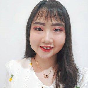 Ternyata rambut diurai atau rambut dicepol/dikuncir itu mempengaruhi chubby cheek kita akan terlihat atau enggak 👯 .  Bener gak sih? 🤭 . . 👸 のズイの乃乇尺 01, 2020 . #AforAlinda #Alindaaa29 #Alinda @clozetteid #ClozetteID #Beauty #selflove #selfie #happiness #instapic #makeup #inspiredmakeup #inspirasikecantikan #janganlupabahagia #ubahinsekyurjadibersyukur #jalani_nikmati_syukuri #rezekigakketuker #dirumahaja #VloggerSemarang #BloggerSemarang
