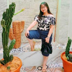 stay simple & stay classy. a sagitarrian is here! ♐ . 👚 @trendytopict 👜 @by.shelin 👡 @mamasoul_id . . 👸 のズイの乃乇尺 20, 2020 . #AforAlinda #Alindaaa29 #Alinda @clozetteid #clozetteid #outfits #outfitoftheday #ootd #simple #classy #fashion #instafashion #onmamasoul #shewearlin #dirumahaja #ubahinsekyurjadibersyukur #jalani_nikmati_syukuri #rezekigakketuker #VloggerSemarang #BloggerSemarang