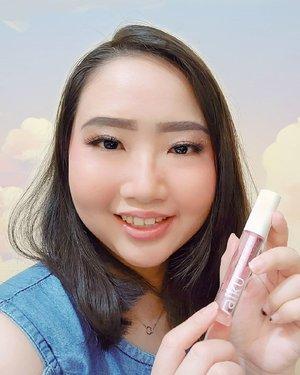 🎀 LIP TREATMENT TERBARU DARI RAIKU! ✨.Kalian pernah punya pengalaman bibir kering setelah pakai lipcream? Atau bibir menjadi gelap karena gak cocok dengan lipstick? .Buat kalian dengan pengalaman yang sama sepertiku, solusinya pakai lip oil! @raikubeauty Lip Oil hadir untuk membantu mengatasi bibir kering, kasar dan gelap karena pemakaian lipstick/lipcream. 𝙍𝙖𝙞𝙠𝙪 𝙇𝙞𝙥 𝙊𝙞𝙡 dengan kandungan 𝘑𝘰𝘫𝘰𝘣𝘢 𝘖𝘪𝘭, 𝘏𝘢𝘻𝘦𝘭𝘯𝘶𝘵 𝘖𝘪𝘭, 𝘎𝘳𝘢𝘱𝘦𝘴𝘦𝘦𝘥 𝘖𝘪𝘭 dan 𝘝𝘪𝘵𝘢𝘮𝘪𝘯 𝘌 yang dapat menjaga kelembaban bibir, melindungi bibir dari sinar matahari, mencegah warna bibir menjadi gelap, merangsang produksi collagen pada bibir, dsb. Tekstur Lip Oil ini ringan, tidak lengket dan mudah meresap 💞 ..Jadikan bibir terasa lembab dan halus seharian tanpa takut bibir kering & pecah-pecah dengan selalu menyempatkan waktu untuk pakai @raikubeauty Lip Oil! Walaupun kita lagi #dirumahaja #stayathome tetep gak boleh lupa pakai 𝐑𝐚𝐢𝐤𝐮 𝐋𝐢𝐩 𝐎𝐢𝐥 ini ya ❤ ...🌈 𝙼𝚊𝚛𝚌𝚑 27, 2020.#AforAlinda #Alindaaa29 #Alinda #ClozetteID @clozetteid @raikubeauty @oniecallista #raiku #raikubeauty #raikulipoil #liptreatment #lipproduct #VloggerSemarang #BloggerSemarang