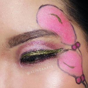 .[ New Year Look ].Pinkies balloon 🎈 for eye's look new year edition.PRODUCT USED:- @mizzucosmetics Eye base makeup- @madame.gie 09 Sensuous Drama Queen Eyeshadow- @beautyglazed Eyeshadow- @maccosmetics 78 Palette- @purbasarimakeupid Jet Black Eyeliner Hydra Series- @lakmeprgirl Absolute Reinvent Shine Line Eyeliner (shade: Liquid Gold)- @artisanpro Fake eyelashes- @madame.gie Natural Eyebrow.Swipe more 👉 , you can see how this pict took by camera mirrorless and smartphone.@beautycollab.id@beautygoers@bloggirls.id@beautychannel.id@kbbvbyacb@setterspace@bunnyneedsmakeup@tampilcantik@inspirasi_cantikmu.#AForAlinda #alindaaa29 #alindaaa #alinda #byalindamakeup #BeautyCollabID #BeautygoersID #BloggirlsID #BeautyChannelID #KBBVFeatured #Bunnyneedsmakeup #tampilcantik #SetterSpace #ClozetteID