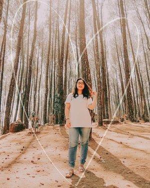 ~ July 18, 2019.daripada bingung mikirin caption, mending kalian kesini aja dah 😂🌲. yuk mampir foto foto di Hutan Pinus Pengger yang ada di Yogyakarta 🌲🍁 ..#AForAlinda #alinda #alindaaa29 #alindaaa #alindajalanjalan #alindalungakejogja #clozetteid #jalani_nikmati_syukuri #rezekigakketuker #jalanjalanjogja #explorejogja #exploreyogyakarta #exploreindonesia #kotayogyakarta #hutanpinus #pinuspengger #hutanpinuspengger
