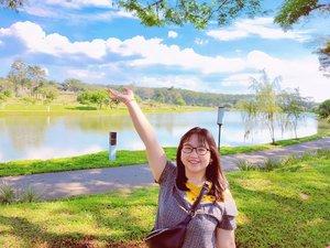 cara bikin aku tersenyum, sederhana saja kok. ajak aku menikmati birunya langit dan hijaunya rumput. bahagiaku, sesederhana itu 🌄 .  menikmati indahnya ciptaan Tuhan, adalah hal yang terindah ❤️ . . 📍 Danau BSB, Semarang . 🕊️ ᴊᴜʟʏ 20, 2020 (tanggal cantik nih, wkwk 😝) . #AforAlinda #Alindaaa29 #Alinda #ClozetteID @clozetteid #random #randompost #quarantinedays #quarantine #post #refreshing #bsb #bsbcity #danaubsb #langitbiru #rumputhijau  #ubahinsekyurjadibersyukur #jalani_nikmati_syukuri #rezekigakketuker #VloggerSemarang #BloggerSemarang
