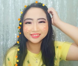 ~ sept 11, 2019.yellow, so in Love 💛.❗SEPTEMBER CERIA❗🌈 MAKE UP LOOK 🌈.product used:@maybelline baby skin pore eraser@riveracosmetics cover it all foundation@maybelline instant age rewind concealer@riveracosmetics luminous micro powder@makeoverid eyebrow definition kit@maccosmeticsid palette 78 colours@pixycosmetics line & shadow@makeoverid hyperblack superstay liner@ramajee.lashes fake eyelashes@avionebeauty x @inivindy magic palette@makeoverid riche glow face highlighter@pixycosmetics lipcream 15 uptown peach..seperti biasa, edit fotonya di @meitu.app_id pake sticker2 lucunya 🍊.#AForAlinda #Alindaaa29 #Alindaaa #Alinda #jalani_nikmati_syukuri #rezekigakketuker #clozetteid #yellowismyfav #yellowtime #meituapp #meituindonesia #kbbvmember