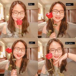 ~ august 10, 2019.🌹 The Rose speaks of Love silently in a language known only to the heart - unknown 🌹..alinda si penyuka bunga yg ga bisa melewatkan foto dengan bunga walau hanya satu tangkai ❤ ..#AForAlinda #alindaaa29 #alinda #alindaaa #Clozetteid #rezekigakketuker #jalani_nikmati_syukuri #pictoftheday #selfieoftheday #potd #sotd #lovequotes #rosequotes