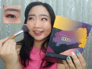 ~ july 02, 2019.finally i got this @minuet.official x @vinnagracia x @cindercella face palette from @heidi.jogja � .kemarin hadiah giveaway dari @heidi.jogja @heidibeautystore_jcm baru aja sampe, trus jadi punya semangat bkin konten deh. alhasil trciptalah makeup ini, tgguin tutorial makeupnya ya, soon! lagi proses ngeditnya 😊 .swipe pict 👉 to see how i was super excited yesterday to made this makeup look with Minuet 5 in 1 palette ..#MiniReviewbyAlinda ..Singkat aja ya reviewnya, yang pasti minuet vinna x cella face palette ini terdiri dari 8 warna (6 warna matte dan 2 warna shimmer). Pigmentasi warna keseluruhan sangat baik, mantull banget warnanya. Dalam 1 face palette, kalian bisa membuat beberapa look sekaligus, seperti: bold makeup, natural makeup, etc 💙 good packaging, bisa dibawa pas lagi travelling. Menurutku, Minuet 5 in 1 sangat recommended untuk kalian, sesuai dg namanya Minuet ini bs dipakai untuk:1. Eyeshadow2. Blush On3. Contour4. Bronzer5. Highlighter ..So, wanna try Minuet 5 in 1 @minuet.official @vinnagracia @cindercella ?.#AForAlinda #alinda #alindaaa #alindaaa29 #rezekigakketuker #jalani_nikmati_syukuri #clozetteid #minueteyeshadow #minuet #minuetpallete #heidijogja #makeuplook #makeupbyminuet