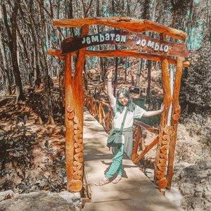 ~ july 14, 2019.Gatheringnya BCA x Sritex seru, yg sampai akhirnya mmpertemukanku dg jembatan ini. Mana yg jomblo? Mari merapat.. Padahal sendirinya juga jomblo 😍 ..#AForAlinda #alinda #alindaaa29 #alindaaa #alindajalanjalan #alindalungakejogja #clozetteid #jalani_nikmati_syukuri #rezekigakketuker #jalanjalanjogja #explorejogja #exploreyogyakarta #exploreindonesia #kotayogyakarta #seribubatusonggolangit #songgolangit #jembatanjomblo #yangjomblo #jomblomerapat