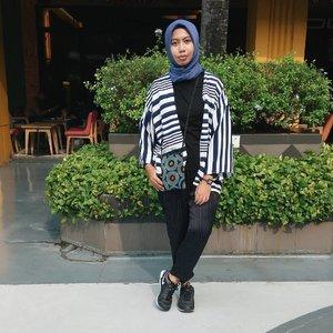 Ma 'Office Wear' gonna be like... wore chic outerwear from @jiwa_id 😎.....#ootdhijab #hijabfashion #ClozetteID #hijabstyle #modestfashion #modest #fashionstyle #fashion #style #whatiwore #streetstyle  #lookoftheday #photooftheday #instafashion #instastyle #instablogger #instahijab #OhSoJasmine