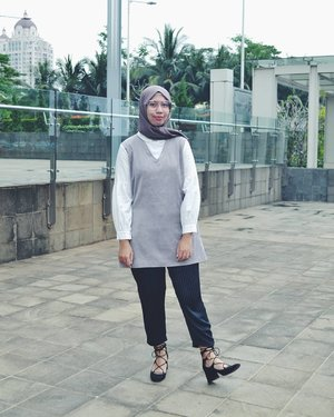 I am here again, Jakarta. Have a great Saturday good people 😊.....#ootd#ootdhijab #hijabfashion #ClozetteID #modestroute#hijabstyle #fashionstyle #style #whatiwore #streetstyle #photooftheday #like4like #instafashion #instastyle #instablogger #instahijab #OhSoJasmine