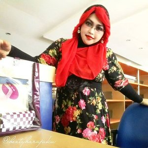 August 5th, 2015 ----💋👠🌷 #GoDiscover #ClozetteID #TheTouchofRed @simpati @clozetteid 🌷👠💋 #HijabChallenge #modestfashion #coveredstyle #scarf #headscarf #hijabstyle #HijabIndonesia #OOTD #fashion #style #hijabi #flowerpattern #vintagestyle #vintagefashion 💋👠🌷The first day back to campus after Eid's holiday, and I choose #Red , the color of #fightingspirit 😉 Hayaku!.... hayaku!... Deadline sidang kalian tgl 15 Agustus!!... 😄😄😄