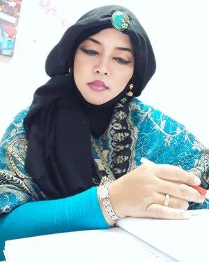 Wed, August 21st, 2019--- 👩🎓👗❤ Pagi ini #PrincessJasmine menguji sidang TA di #ProdiDesainMode #Polimedia . #Dresscode nya #Tosca hihi.. yg ga ada tosca bisa pakai nuansa hijau /biru. Cuma di Polimedia, kamu bisa diuji oleh #DisneyPrincess 🤣🤣-----#clozetteid #nhkkawaii#modestwear#modestfashion#lecturer#kawaiimodesty#hootd