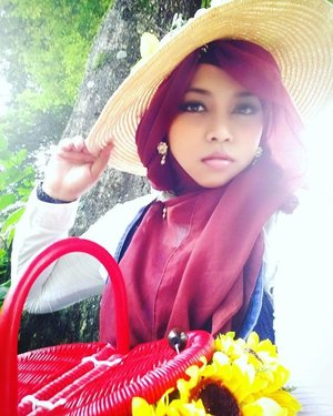 LATEPOST----Sat, Jan 9th, 2016--- #Himawari #Hime @clozetteid #ClozetteID #fashion #style #modestfashion #coveredstyle #headscarf #scarf #hat #flowers #instafashion #fashiongram #hijabiandfab #hijabista #modesty #stylish #stylishtraveler #morigyaru #modest #gyaru #kawaiistyle #garden #secretgarden