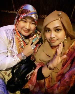 LATEPOST: Sun, Oct 23rd, 2016 ---- #Bollywood day --- #twinzis #reunion with Tarie.  #friendship #sisterhood #clozetteid @clozetteid #HOOTD #ootd #hijabstyle #hijabista #modestwear #modestfashion #coveredstyle #scarf #stylishmodesty #fashiongrammer
