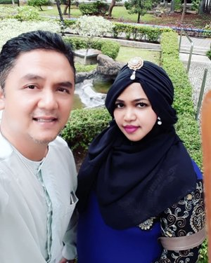 Sun, Nov 25th, 2018---- 👨✈️🌻🌲🌳 Alhamdulillah... habis ikut #pengajian bulanan #RSPADGatotSoebroto sama Eyang dan Opa, kami sempetin foto2 dulu di tamannya 😊🌳🌲----#muslimfamily#bajukoko#turban #ootd#couplegoals #clozetteid