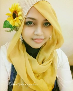 FLASHBACK: Januari 5th, 2015--- 🌻#Himawari #Hime 🌻 #Sunflower #Princess 🌻 #putri #bungamatahari 🌻 Himawari is the symbol of #faithful , #loyalty ... #happiness ... & #joyful . Hope I can be a truly Himawari Hime 😉#ClozetteID @clozetteid #hijabiandfab #modestfashion #coveredstyle #headscarf #scarf #scarfstyle #fashion #style #yellow #morigyaru #kawaiistyle #modesty #stylish #fashiongram #fashiongrammer #knitberet