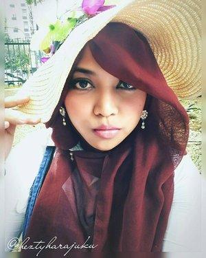 LatePost----Sat, Jan 9th, 2016--- #Himawari #Hime @clozetteid #ClozetteID #fashion #style #modestfashion #coveredstyle #headscarf #scarf #strawhat #flowers #instafashion #fashiongram #hijabiandfab @hijabiandfab #modesty #stylish #stylishtraveler #morigyaru #modest #gyaru #kawaiistyle #garden #picnic #Bogor #botanicalgarden