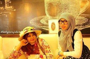 FLASHBACK--- Edisi lagi kangen ngumpul sama #JFashionJumpers di #KotaTuaJakarta 😊 at #BangiKopiTiam #KotaTua #Batavia #Jakarta 🌼🌹🌼 as #NoniBelande hihihi... it was #SpringTime of 2015 🌼🌹🌼 #clozetteID #fashion #style #modestwear #modestfashion #stylishmodesty #stylecovered #floweryhat #kawaiihijab #ootd #hootd