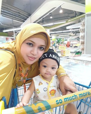 "LATEPOST 💛💛💛 We are #TeamYellow ! 😉💛💛💛💛 From the ""Yellow Jacket"" family 😉💛-----#ootdmomandson #clozetteid #shopping#mall#Parentinglife #MyBabyBoy #Myson #hootd"