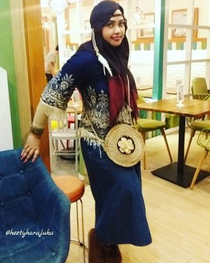 Wednesday, December 14th, 2016 ---- #Apache #Princess in #denim #modestfashion hihihi . Feels like I was #Pocahontas 😄 👑👠🎥 #clozetteID #ootdmodest #hootd #fashion #style #stylecovered #headscarf #ethnicstyle #kawaiistyle #countrystyle #fashiongrammer #instafashion
