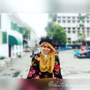 @zaloraid @clozette #Clozette #ClozetteID #HDILAsia #tryanotherlook🌹💜🌹 #flowerpattern #flowerprint #ootd #modestfashion #coveredstyle #scarf #headscarf #fashion #style #modesty #stylish #vintagefashion #vintagestyle #instafashion #hijabstyle #hijabindonesia #scarfstyle #shabbychic #kotatuajakarta #jakartastreetstyle #stylishtraveler #MuslimahTraveler