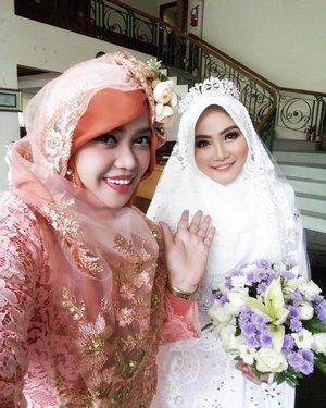 "Sun, Dec 4th, 2016--- "" On the #WeddingDay "" Day 2 in #Surabaya. With the #beautifulbride, my #cousin Sophia / Oping 👰👸💕💐 #Happy #Wedding , Ping! All the best! Amiin... 😉✈😎 @clozetteid #clozetteID #turban #hootd #modestwear #modestfashion #stylecovered #fashion #style #traveling #SurabayaTrip #pashmina #headscarf #fashionvlogger #fashiongrammer"