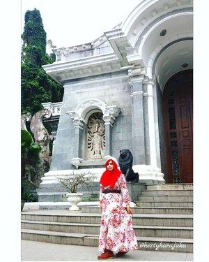 Fri, February 24th, 2017 --- ❤🌹🌼 at #KebonRayaBogor ( #BogorBotanicalGarden ) in #Spring #Red #Romantic #kawaiilook 😘 photo credit to @dewirahmawati29 (hehehe serunya punya ipar fotografer 😄👑🏠❤ #clozetteID #fashion #style #modestfashion #modestwear #stylishmodesty #stylecovered #headscarf #HijabIndonesia #hijabtraveler #hijabstyle #sisterinlaw #instamoment